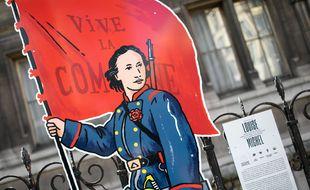 Représentation de Louise Michel. Exposition, «Nous la Commune», sur les grilles de l'Hôtel de Ville de Paris le 02 avril 2021