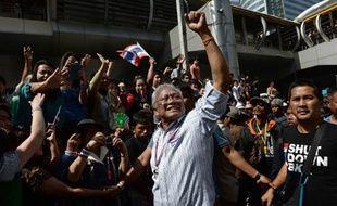 L'état d'urgence a été mis en place à Bangkok en Thailande pour faire face au mouvement de rue réclamant depuis plus de deux mois la chute du gouvernement, à l'approche des législatives du 2 février que les manifestants ont promis d'empêcher.