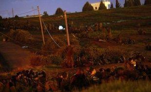 Les troupes israéliennes sont entrées samedi dans la bande de Gaza où leurs chars ont immédiatement affronté l'artillerie des islamistes du Hamas, marquant une escalade dans l'offensive qui a tué en une semaine au moins 466 PalestiniensPHOTO/JACK GUEZ