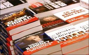 """L'élection présidentielle inspire les écrivains, qui débattent de la campagne électorale au Salon du livre de Paris, et ne ménagent pas les candidats: """"paranoïaques"""", """"incultes"""", opportunistes..."""