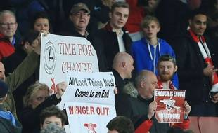 Des supporters d'Arsenal souhaitent le départ d'Arsène Wenger.