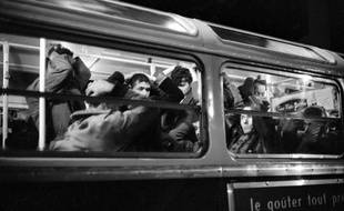 Le 17 octobre 1961, une manifestation pacifique organisée par la branche  française du Front de libération nationale (FLN) a été violemment réprimée à Paris, causant la mort de nombreuses  personnes.