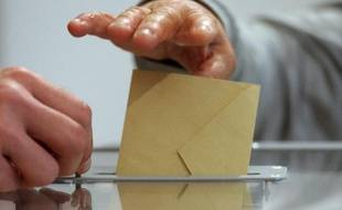 """La campagne de la primaire citoyenne socialiste est ouverte à Béziers (Hérault), avec, cas unique en France, un Vert parmi les candidats, une campagne qui vise d'abord à """"créer une dynamique"""" dans une ville tenue par la droite depuis 18 ans."""