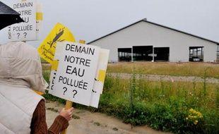 Des manifestants contre la ferme des 1.000 vaches, le 29 juin 2014 à Drucat