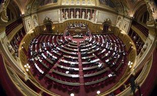 """""""Obsession sexuelle"""", """"potiches"""", """"gadget"""": des sénateurs de droite se sont défoulés jeudi contre le scrutin paritaire dans les départements prévu par un projet de loi examiné par le Sénat, provoquant une réaction scandalisée de sénatrices et un débat survolté."""