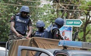 Des dizaines de personnes ont été tuées et au moins 100 blessées lors d'une série d'attaques vendredi soir dans la ville de Damataru, dans le nord-est du Nigeria, ont indiqué samedi des témoins.