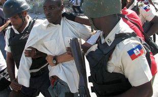 Arrestation durant une manifestation à Port-au-Prince, en Haïti, le 2 décembre 2010.