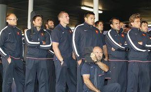 Les joueurs du XV de France de rugby à leur arrivée à l'aéroport d'Auckland le 31 août 2011.