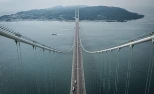 Le pont du détroit d'Akashi au Japon, est un pont suspendu.