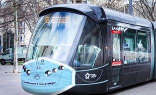 Le tramway de Montpellier est affublé d'un masque pour rappeler la nécessité de se protéger et protéger les autres en cette période de déconfinement.