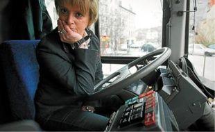 Béatrice Bernard conductrice de bus depuis douze ans, affirme qu'elle est fière d'exercer ce métier.