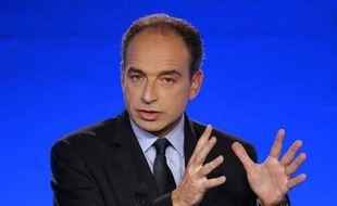 """Jean-François Copé, secrétaire général de l'UMP, a salué jeudi dans l'adoption du plan de sauvetage de la monnaie commune """"un accord crucial, à la hauteur de la crise de la zone euro"""", qui """"en sort grandie""""."""