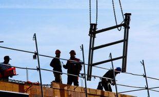 Illustration d'ouvriers sur un chantier de construction.