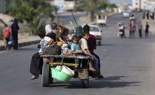 Gaza City, le 13 juillet 2014. Des Palestiniens fuyant les raids israéliens.