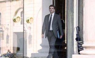 """Le ministre du Redressement productif Arnaud Montebourg veut durcir les règles bancaires liées aux paradis fiscaux et faire """"pression"""" pour obtenir """"les noms"""" de titulaires français de comptes offshore en Suisse ou ailleurs, déclare-t-il dans un entretien au Monde publié mardi."""