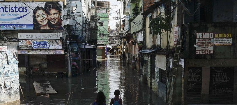 Les inondations à Rio de Janeiro ont fait au moins 10 morts.