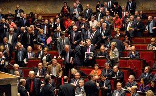 Les députés socialistes quittent l'hémicycle de l'Assemblée nationale le 8 novembre 2011, après des propos de François Baroin qui les a accusé d'avoir pris le pouvoir «par effraction» en 1997.