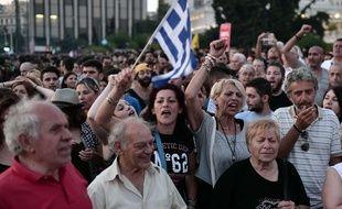 Des milliers de Grecs ont manifesté contre les mesures d'austérité lundi à Athènes et Thessaloniqu. / LOUISA GOULIAMAKI