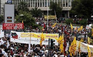 Mainfestation à Athènes contre la fermeture de la télévision publique grecque, le 13 juin 2013.