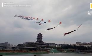 Un Chinois a réussi à faire s'envoler un cerf-volant de 700 mètres de long.