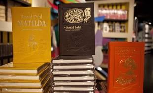 Des romans de Roald Dahl exposés dans une librairie de New York.