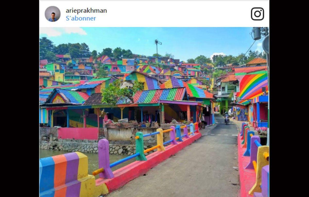 Un village d'Indonésie peint aux couleurs de l'arc-en-ciel  – Screenshot Arie Prackman