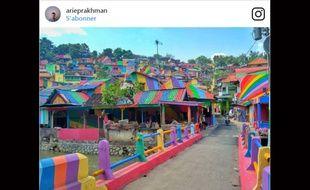 Un village d'Indonésie peint aux couleurs de l'arc-en-ciel