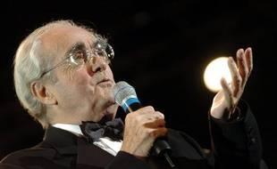 Photo d'archives montrant le compositeur Michel Legrand, le 23 octobre 2004 sur scène, lors du festival international de Musique et Cinéma à Auxerre.