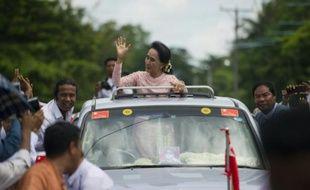 L'opposante birmane Aung San Suu Kyi lors d'une réunion politique à Kawhmu en Birmanie, le 22 septembre 2015