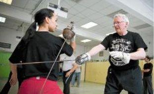 Les élèves s'entraînent à manier l'épée les mardis et jeudis.