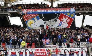 Les supporters de l'OL pendant un match contre l'ASSE à Gerland le 28 avril 2013.