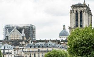 Déjà certaines parties fragiles de Notre-Dame de Paris ont été étayées.