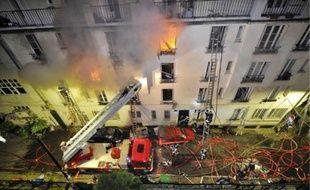 Cinq personnes sont mortes, malgré l'intervention de 300pompiers.