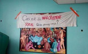 Cette fresque misogyne et sexiste est accroché à la cantine de l'internat du CHU de Purpan à Toulouse.