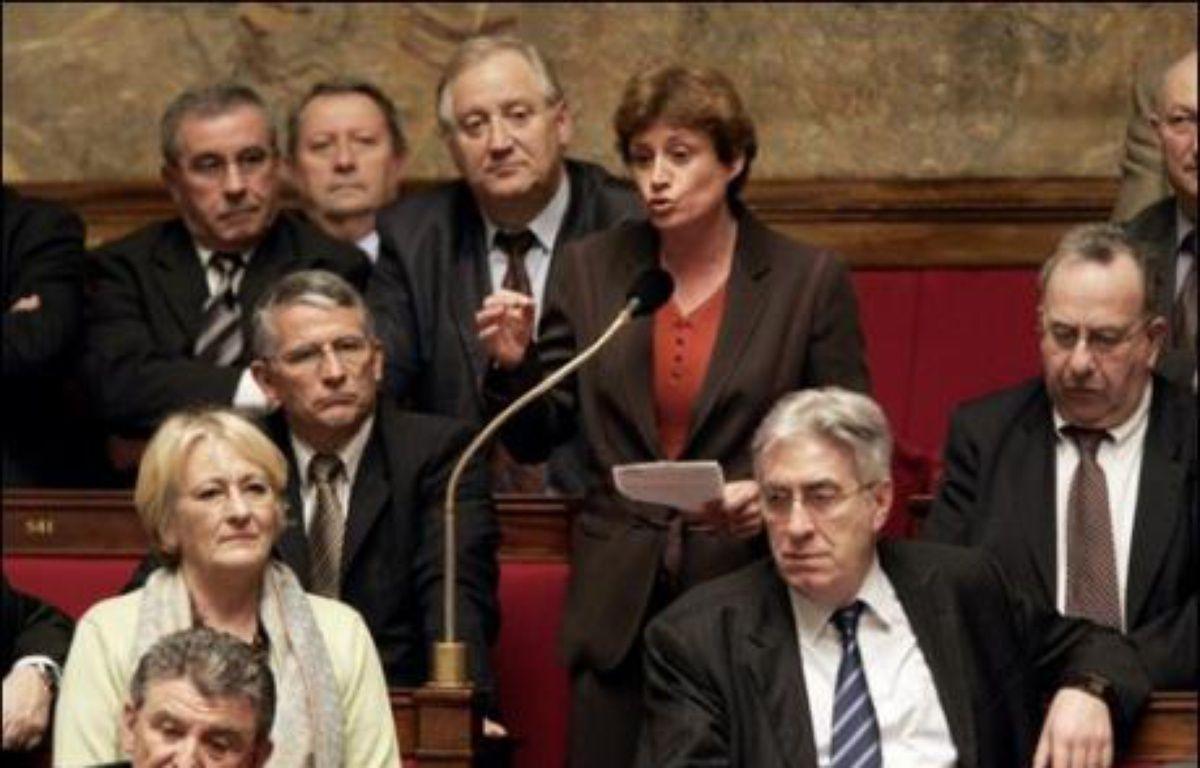 """Annick Lepetit, député PS de Paris, a souligné jeudi que la politique menée par Nicolas Sarkozy constituait non pas une """"rupture"""" comme annoncé, """"mais une accélération des mesures favorables aux plus nantis sans s'occuper de la majorité des Français"""". – Olivier Laban-Mattei AFP/Archives"""