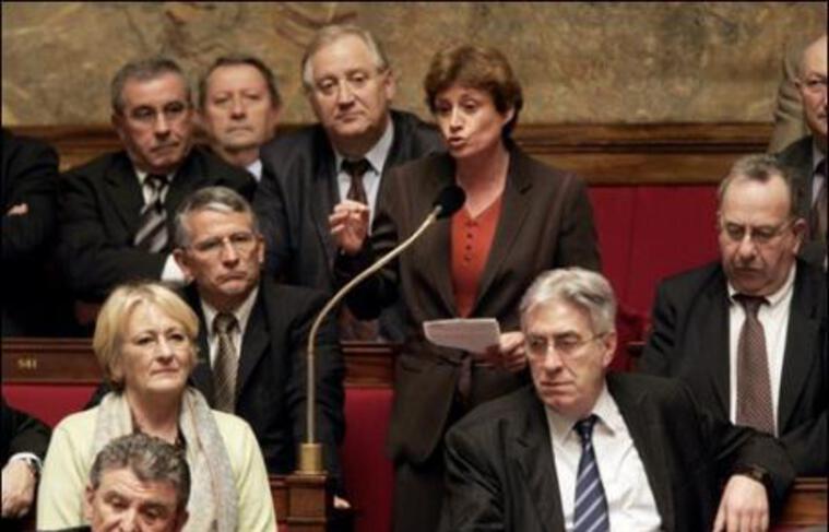 """Annick Lepetit, député PS de Paris, a souligné jeudi que la politique menée par Nicolas Sarkozy constituait non pas une """"rupture"""" comme annoncé, """"mais une accélération des mesures favorables aux plus nantis sans s'occuper de la majorité des Français""""."""