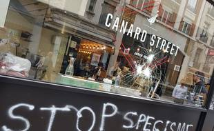 Lille, le 4 juin 2018. Le restaurant Canard Street, dans le rue de Bethune, a ete vandalise par des militants contre le specisme.