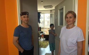 Une famille hébergée dans l'ancienne clinique Sainte Odile à Neudorf, le 2 juillet 2019.