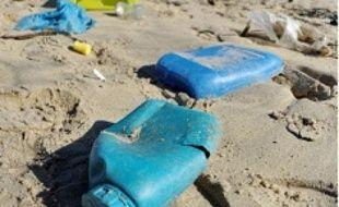 Le plastique abonde sur les plages.