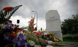 Commémoration de l'explosion de l'usine AZF Route de Seysses devant la stèle érigée en souvenir de la catastrophe. 21/09/2010 Toulouse