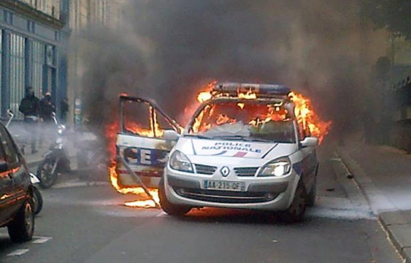 voiture de police brûlée à paris: «j'ai oublié que derrière l