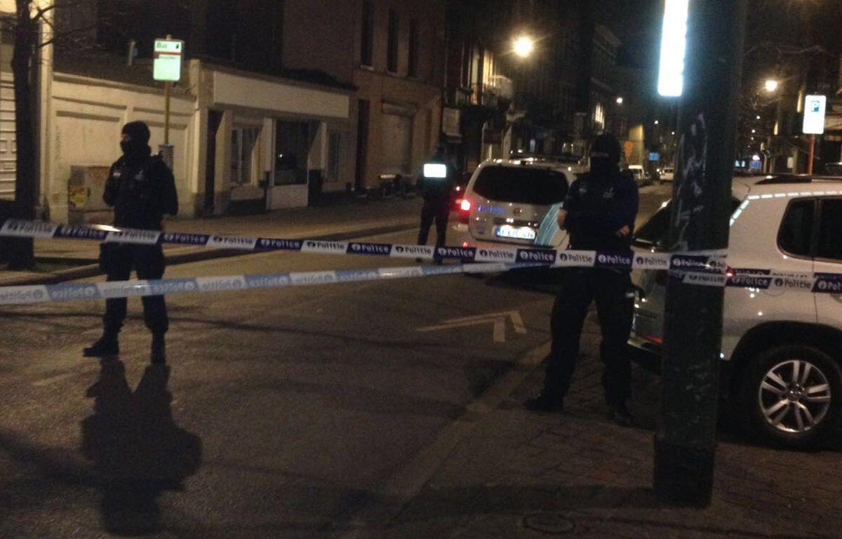 Attentats à Bruxelles: des policiers belges, place du Pavillon à Schaerbeek (Belgique) lors de perquisitions. – 20 Minutes