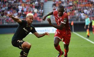 Moussa Niakhaté (à droite)  va quitter le VAFC
