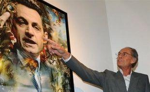 Pal Sarkozy présentant un portrait de son fils (Illustration)