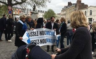 Le départ de la manifestation des commerçants à Lille le 4 avril 2017