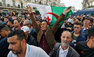 Les Algériens ont une nouvelle fois défilé dans les rues d'Alger, le 1er novembre 2019.