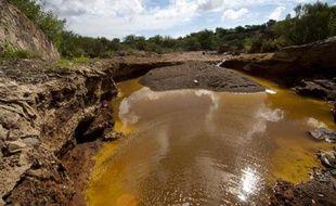 """Une réserve d'eau -polluée- le 13 aout 2014 dans les environs de la mine de cuivre """"Buena Vista"""" au Mexique, d'où 40.000 mètres cubes d'acide sulfurique se sont déversés dans la rivière Sonora"""