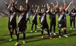 La joie des Guingampais après avoir obtenu leur qualification pour les 16e de finale de la Ligue Europa, le 11 décembre 2014, sur la pelouse du PAOK Salonique (1-2).