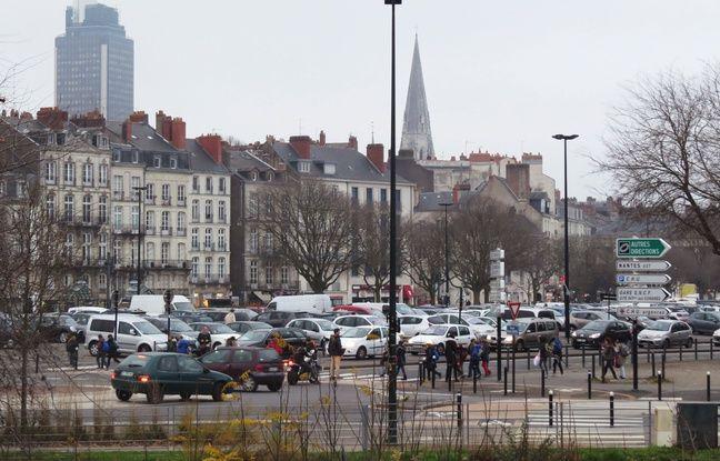 L'esplanade Gloriette-Petite Hollande est saturée de voitures