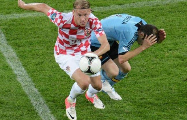 L'international croate de football Domagoj Vida a été puni d'une amende de 100.000 euros par son club, le Dinamo Zagreb, pour avoir entamé une canette de bière dans le car qui amenait sa formation disputer un match, a indiqué mardi le champion croate en titre.